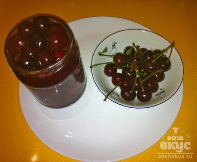 сироп из черноплодной рябины с вишневыми листьями на зиму