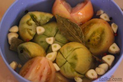 как засолить зеленые помидоры в кастрюле чтобы не было плесени