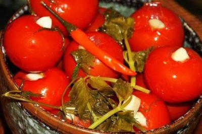помидоры на зиму с петрушкой и чесноком
