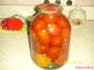 помидоры внутри с чесноком на зиму